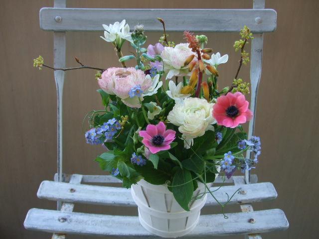 オークリーフ(春の小さな球根花のアレンジメント)_f0049672_16265135.jpg