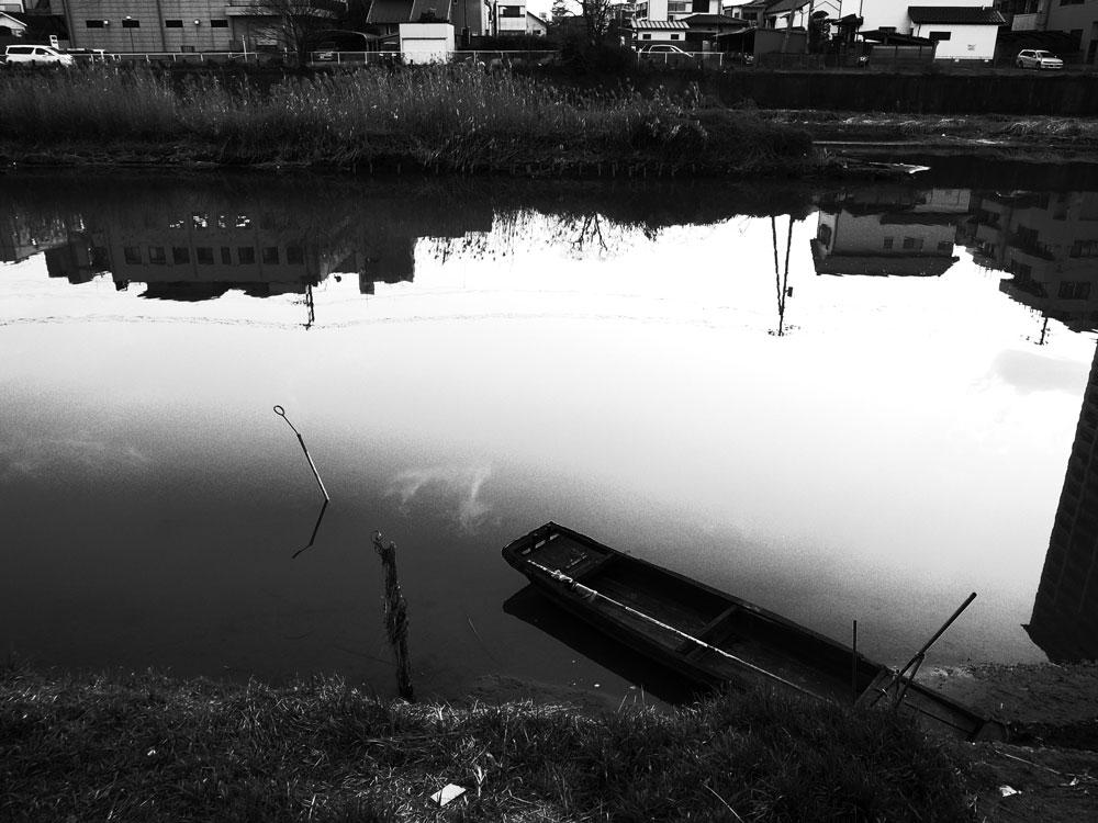 川辺の記憶_e0004009_1233335.jpg