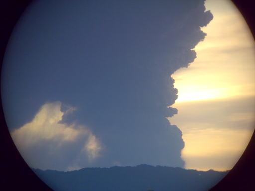 宮崎市から見た新燃岳噴火_d0127182_15334445.jpg