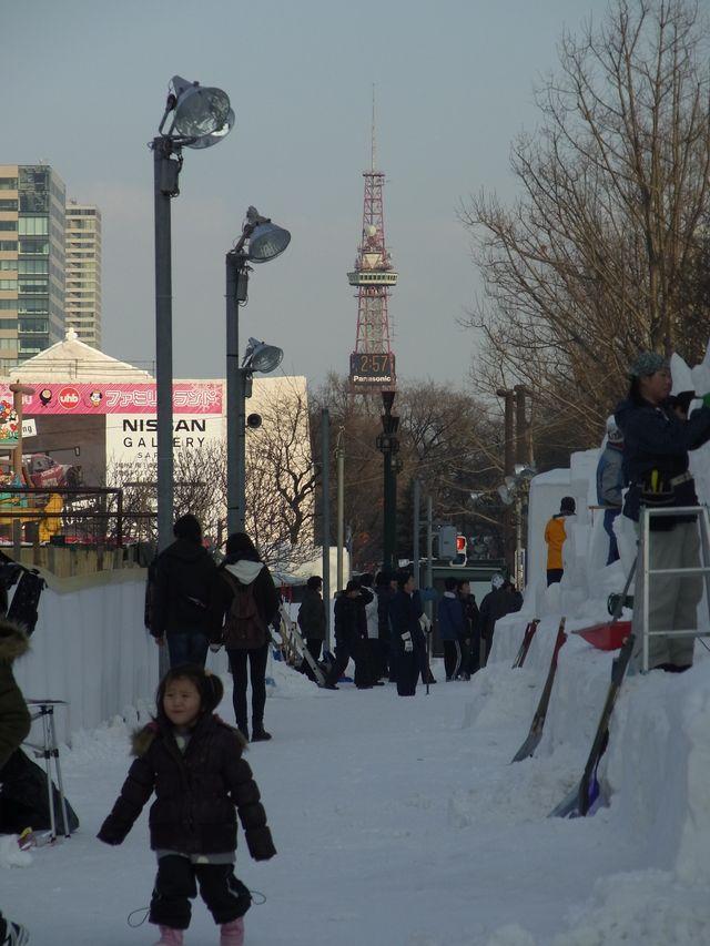 雪祭り直前の大通り会場_c0025115_18534064.jpg