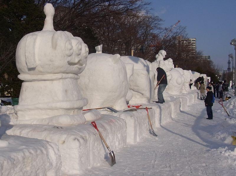 雪祭り直前の大通り会場_c0025115_18535518.jpg