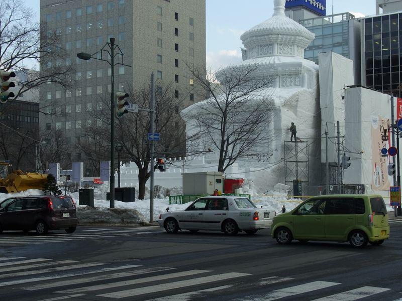 雪祭り直前の大通り会場_c0025115_18541979.jpg