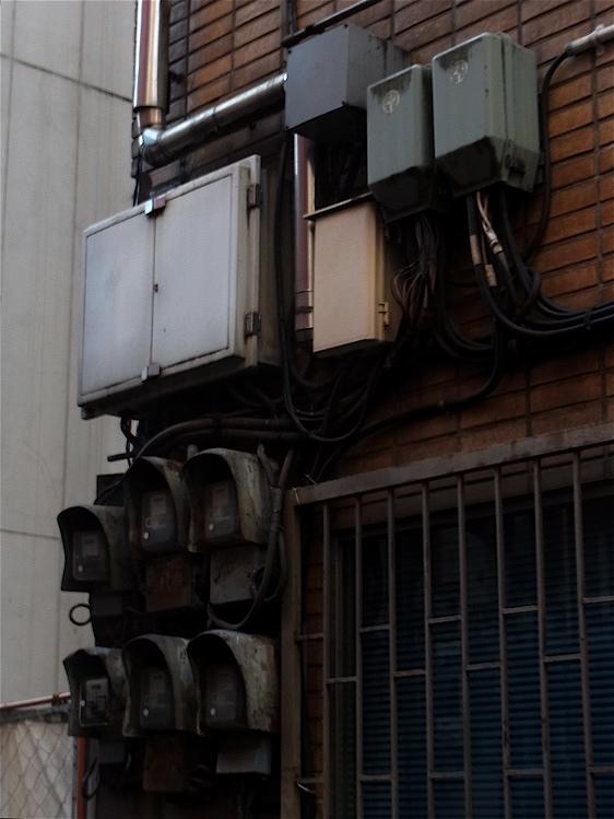 電気メーター集合_c0156717_10292748.jpg