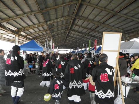 尾鷲イタダキ市に、ヤーヤの賑わいがやってきた_c0010936_2274440.jpg