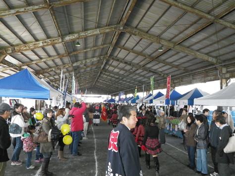 尾鷲イタダキ市に、ヤーヤの賑わいがやってきた_c0010936_227677.jpg
