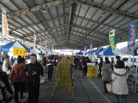 尾鷲イタダキ市に、ヤーヤの賑わいがやってきた_c0010936_2282463.jpg