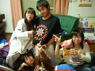 大学の友だちとUSJに行っていた長女が帰ってきて・・・_e0188087_1135938.jpg