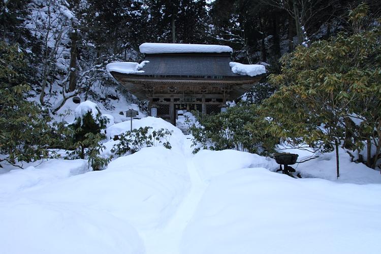 雪の志明院_e0051888_1830301.jpg