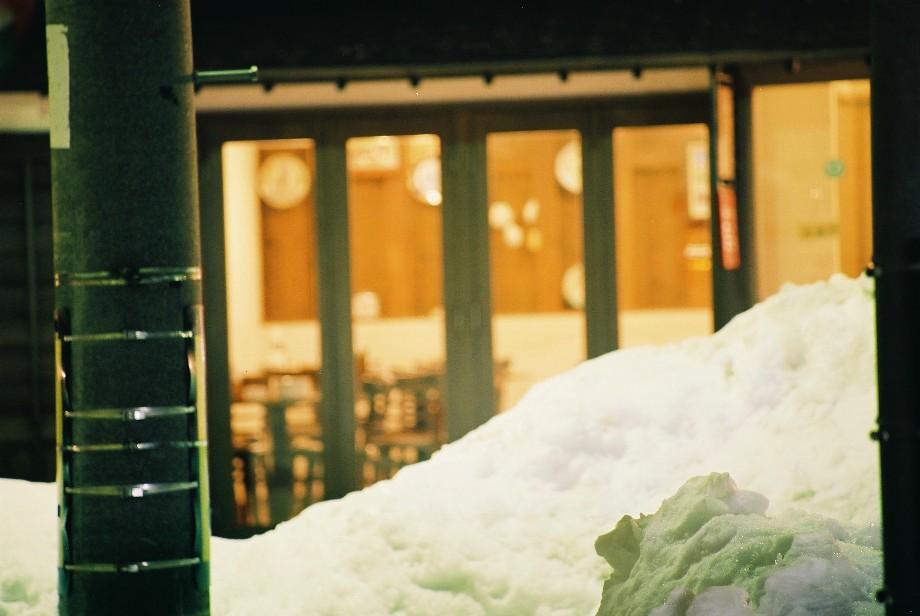 外は白い雪の夜_a0158797_0582169.jpg