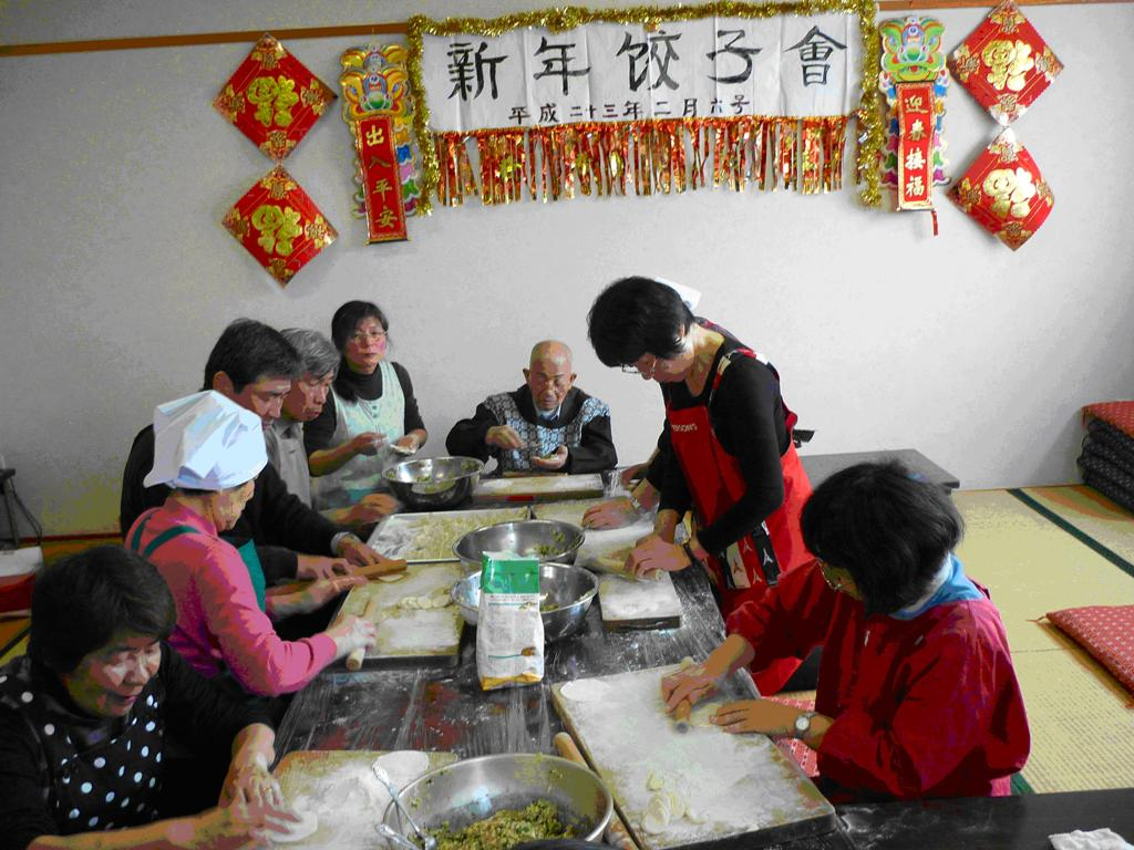 东京府中市举行新年饺子会 中国留学生参加_d0027795_15534986.jpg