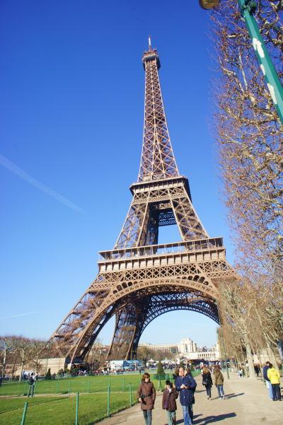 エッフェル塔までお散歩に・・・_c0090198_1533729.jpg