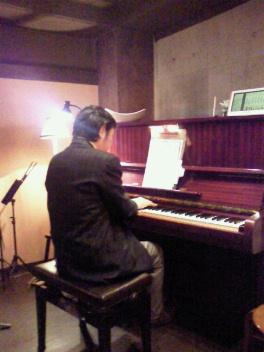 新宿あうん~明けて本日学芸大学のアジアンカフェ初出演です。_f0178313_111512.jpg
