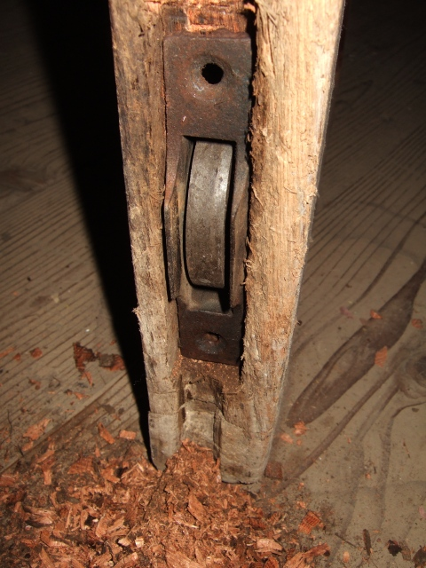 戸車交換_d0133581_19374194.jpg