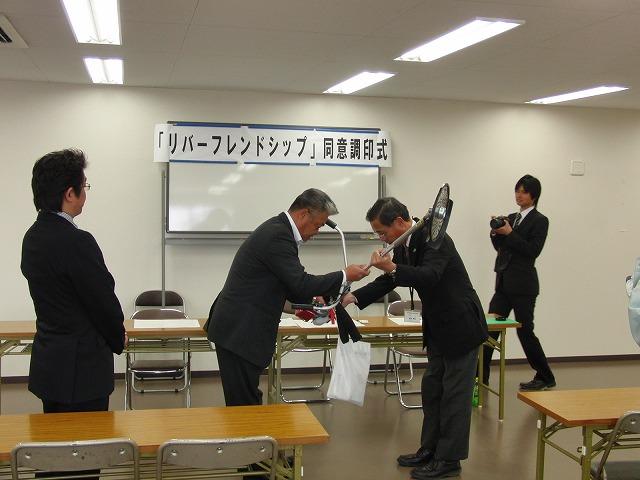 滝川で「企業町内会」が静岡県とリバーフレンドシップ協定締結_f0141310_513222.jpg