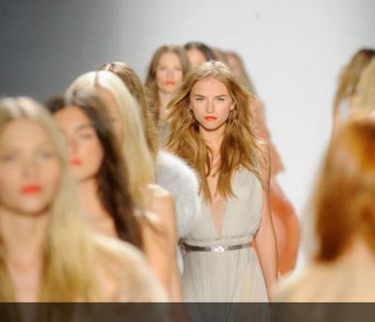 NYファッション・ウィークの・ショーにインターネット生中継を導入する著名ブランド増加中_b0007805_1203075.jpg