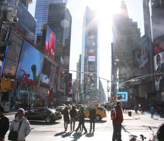 NYのバレンタイン、みんなで支えるハート型のパブリック・アートがついに登場!_b0007805_23473996.jpg