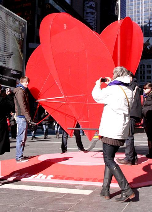 NYのタイムズ・スクエアの愛をテーマにしたアート作品まとめ_b0007805_23491838.jpg