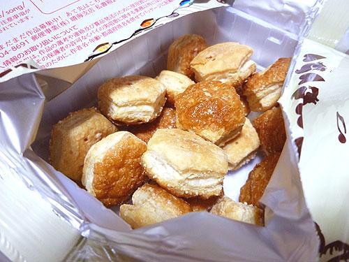 【LOTTE(ロッテ)】パイの実 苺のカスタードパイ_c0152767_23414332.jpg