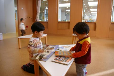 図書館へおでかけ: in the morning, 12 Feb 2011_a0186568_12232849.jpg