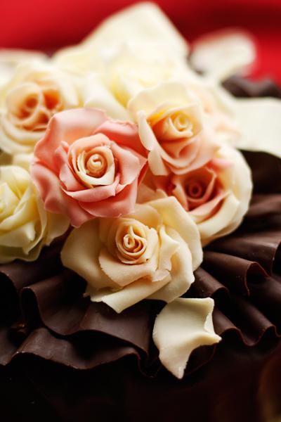 発売前夜祭!薔薇チョコのっけ盛りケーキ_f0149855_1742093.jpg