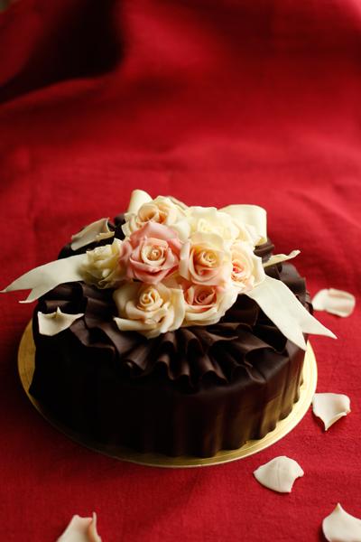 発売前夜祭!薔薇チョコのっけ盛りケーキ_f0149855_174812.jpg