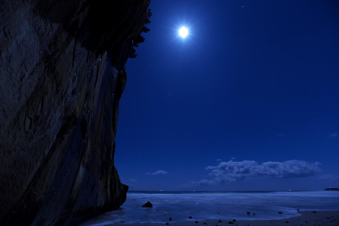 この海岸、どこか変だ…_b0191074_1420268.jpg