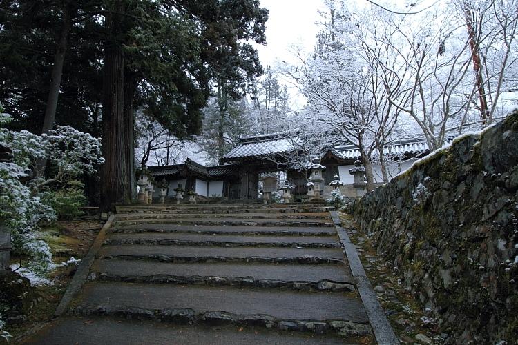 雪の西明寺_e0051888_4271559.jpg