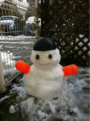 戦場カメラマン風の雪ダルマ_a0038328_20585195.jpg