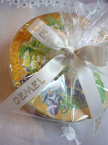 DEMEL デメル + Godiva ゴディバのチョコレート。。。故郷からの贈り物* *。:☆.。† ♡。・*。゚_a0053662_23384232.jpg