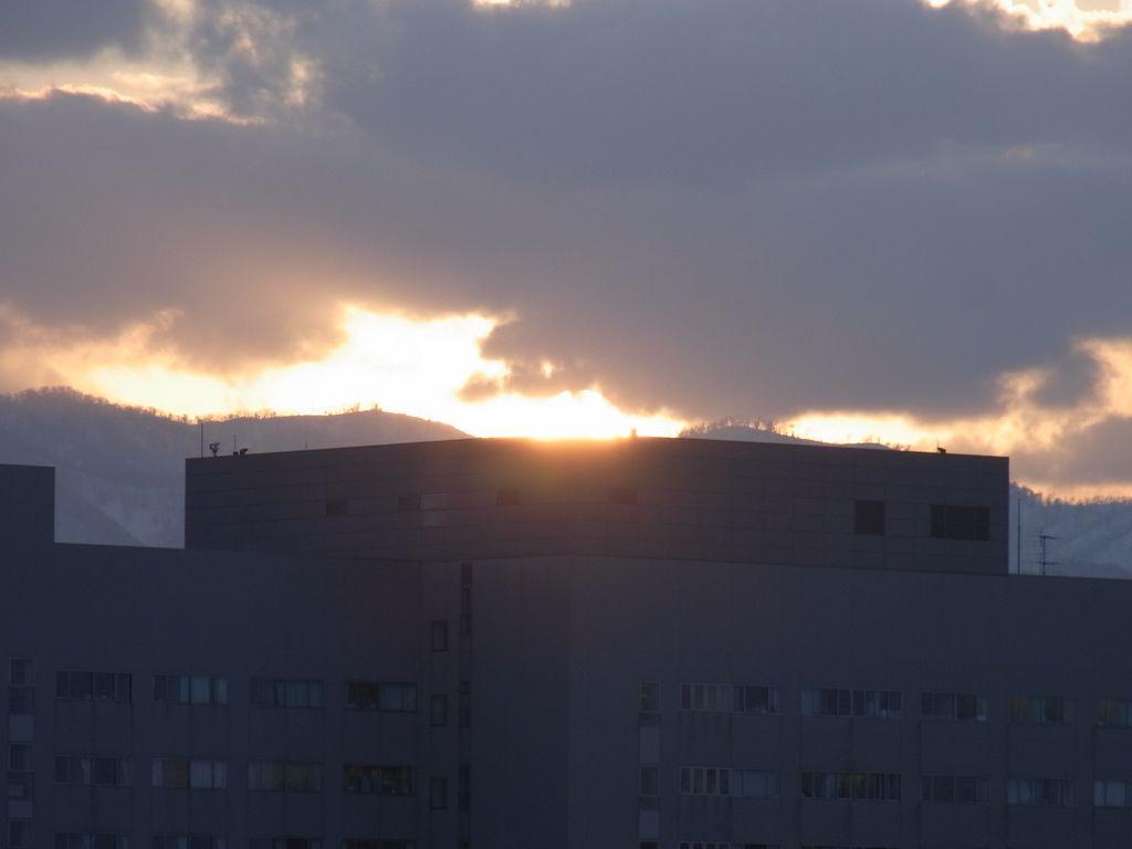 【今日の一枚】市立病院のヘリポートに沈む太陽_c0025115_19342655.jpg