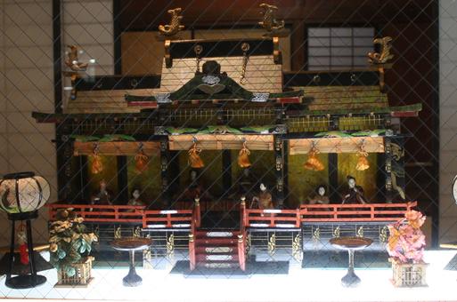 蔵織ウインドに御殿雛達が・・_d0178448_9194419.jpg
