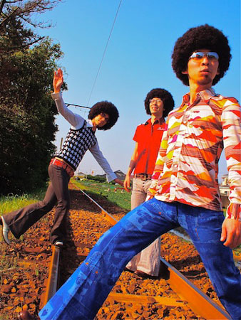 鶴、元イエモンの菊地英昭をゲストに迎えたミニ・アルバムを発売&ツアーも決定_e0197970_1573710.jpg