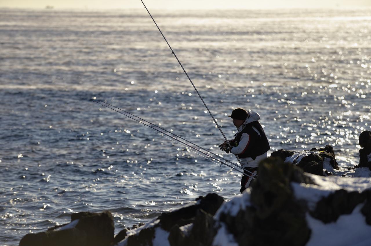 真冬の釣り人_e0171886_19131663.jpg