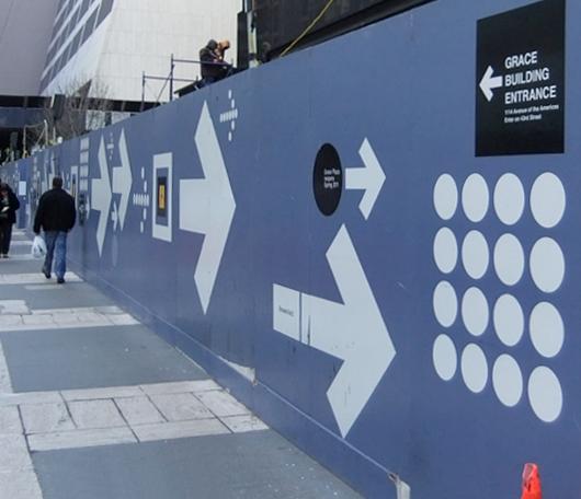 ニューヨークでよく見かけるユニークな工事現場の壁(ICP編)_b0007805_2214518.jpg