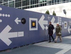 ニューヨークでよく見かけるユニークな工事現場の壁(ICP編)_b0007805_222385.jpg