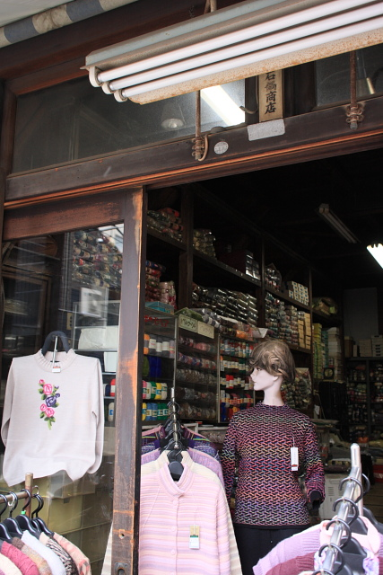 北千住  ナイスな店先、竹内商店と石鍋商店_b0061717_064238.jpg
