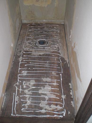 トイレリフォーム ~ トイレ専用床板へ。_d0165368_6211714.jpg