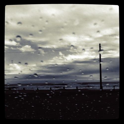 雨宿り_c0127403_2244645.jpg