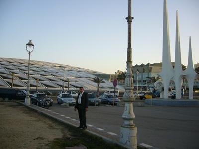 サアド・ザグルール広場の隣のアレキサンドリア図書館