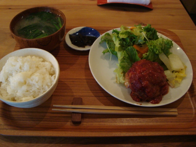 西荻窪「アパートメント食堂 なか川」へ行く。_f0232060_153265.jpg