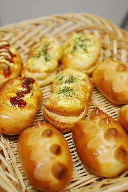 惣菜パン、アーモンドロール_a0175348_185705.jpg