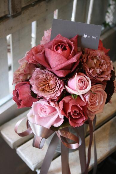 茶系〜ピンクのバラを束ねて.....(クラッチブーケ)♪♪_e0149863_1551630.jpg