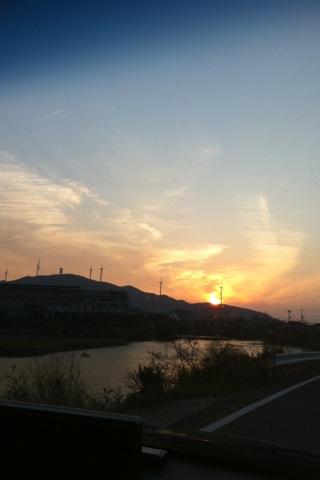 昨日の夕陽_d0189675_11381750.jpg