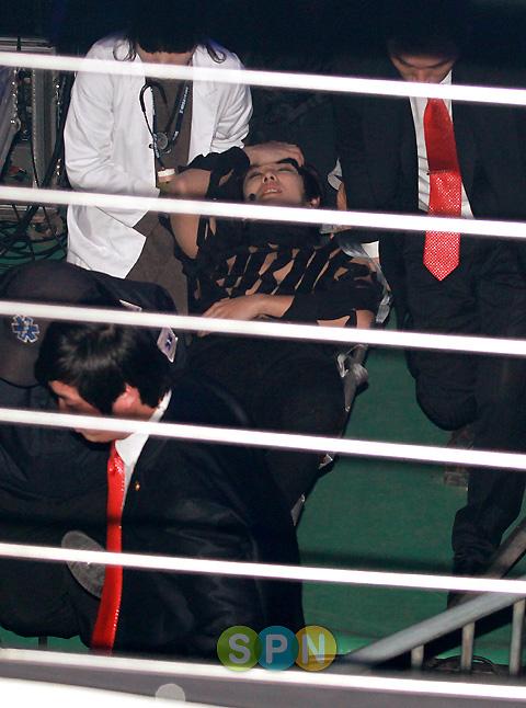 MBLAQ イジュンが舞台から落ちる@@しかし・・・_c0047605_1194440.jpg