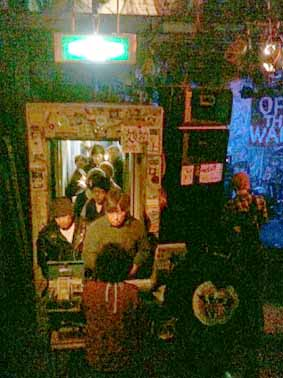 "noodles presents""OFF THE WALL in OSAKA""11.2.12_d0131511_2102137.jpg"