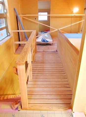「馬橋の家」 渡り廊下_c0019551_18404457.jpg