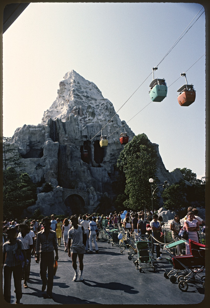 The Lost Skyway in Disneyland._c0028861_13413757.jpg