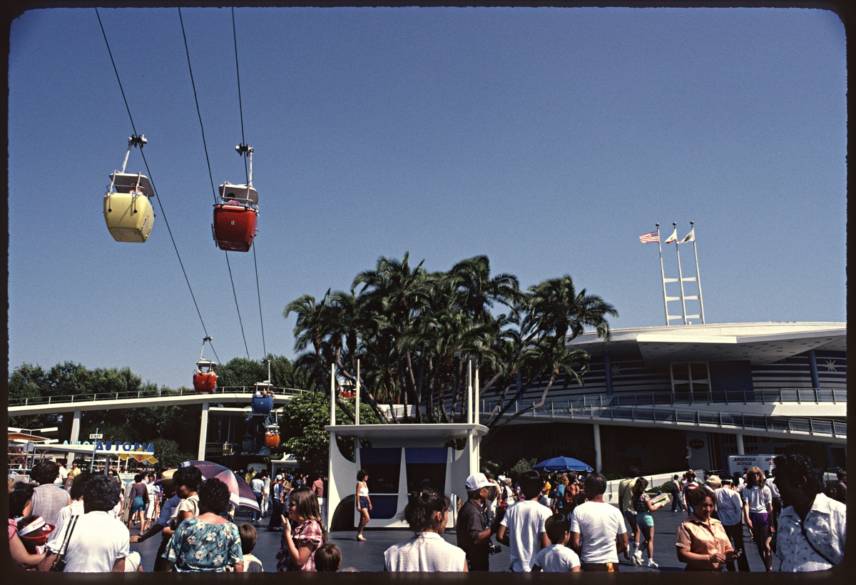 The Lost Skyway in Disneyland._c0028861_13452543.jpg