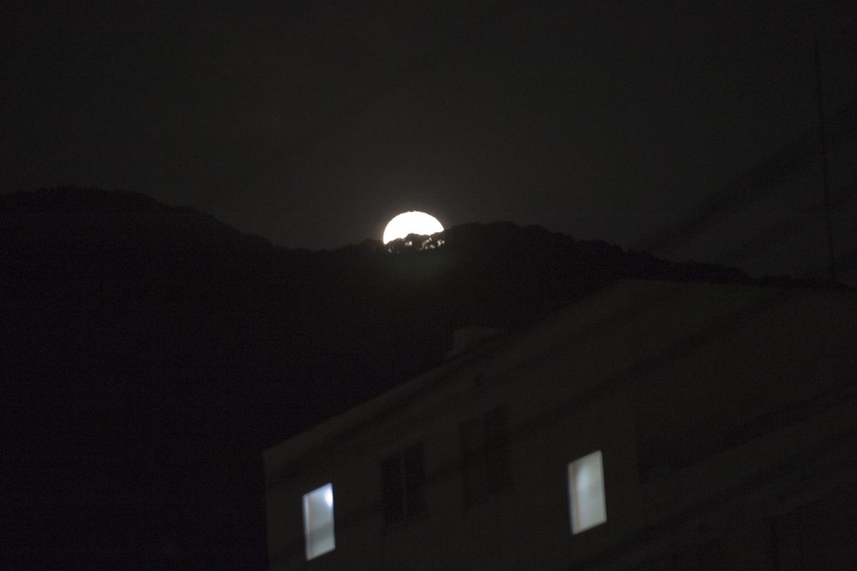 満月は過ぎましたが・・・_c0028861_22443447.jpg