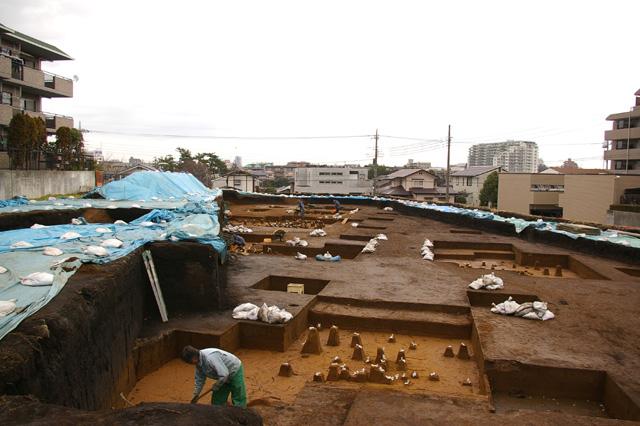 Excavation of Tsukimino-kamino site Loc.14_a0186568_2150590.jpg